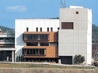 岡山市立市民文化ホールの昔の姿.jpg